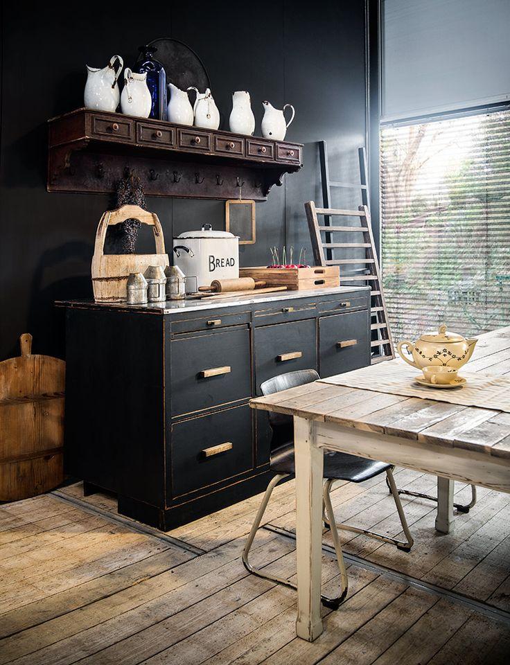Authentieke ladenkast - Vintage hangrek - Authentic drawer cabinet - Vintage suspended rack - Storage aplenty - #WoonTheater