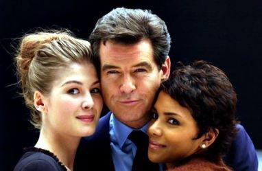 """Rosamund Pike, Pierce Brosnan & Halle Berry in """"James Bond: Die Another Day"""" (2002)"""