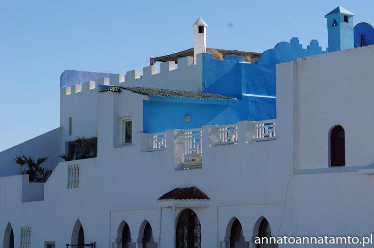 Na koniec zaskoczyła nas jeszcze jedna miejscowość Asilah. Nadmorskie, bardzo czyste, turystyczne miasteczko. Asilah znajduje się 50 km na południe od Tangeru. Mimo swojego typowo turystycznego charakteru jest to miejsce wręcz stworzone i wymarzone do wypoczynku i relaksu. Białe budynki i bliskość morza przypominają atmosferę wakacji w Grecji.