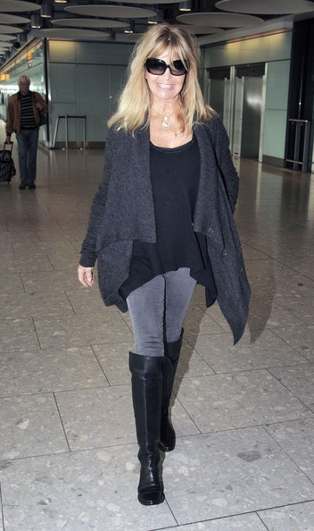 "How does goldie hawn manage to be such a ""glam=mom"" in her sixties? See my next pin about her...."