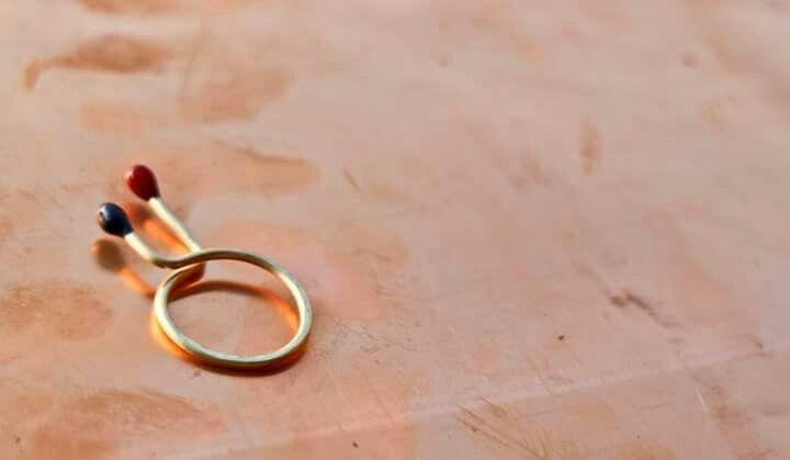 anello minimal in ottone e smalto blu/rosso - design by LeFil