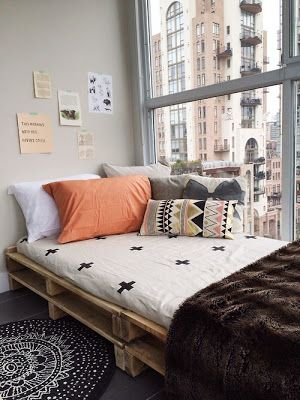 Méchant Studio Blog: day bed time (love the different mis-matched pillows and corner placement