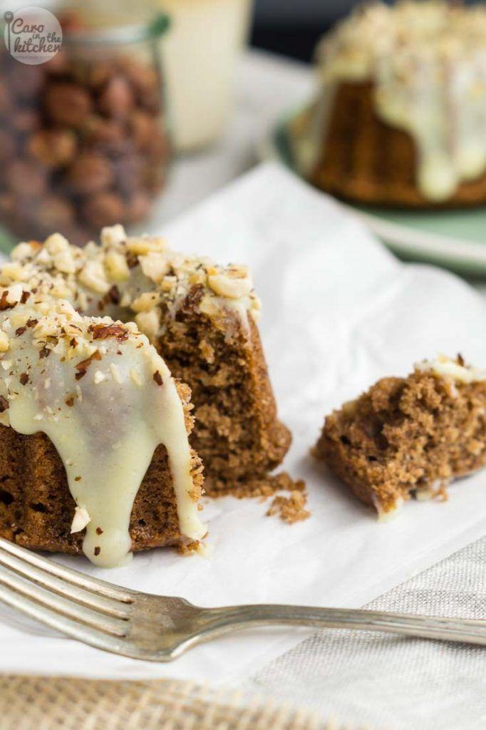 Hazelnut cakes garnished with a white chocolate ganache and freshly roasted, chopped hazelnuts. | Saftige Haselnuss-Küchlein mit Weißer Schoko Ganache Glasur | carointhekitchen