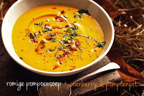 Hier hebben we altijd zin in: zoete pompoensoep met knoflook en wortel.
