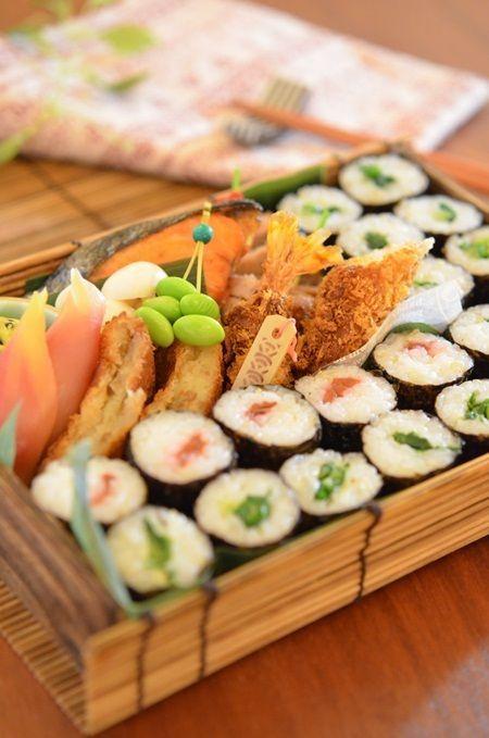 Japanese Sushi Roll and Ebi Furai (Fried Prawn) Bento Lunch|弁当