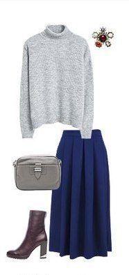 Синяя юбка, пуловер, серая сумка, коричневые сапоги