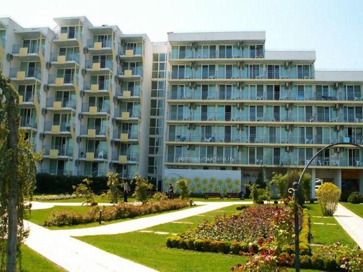 Hotel Laguna Garden Albena, oferte sejur 5 nopti, masa all inclusive, early booking 2016, in partea centrala a statiuni, piscina exterioara.