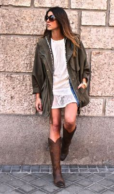 Parka, Reloj/Watch: Queens Wardrobe (SS 12) Vestido/Dress, Camisa/Shirt, Bolso/Bag: Zara (Old) Botas/Boots: Sendra (New)  Love the super mix of this outfit! Different textures, colors and styles. Lace, denim, leather…everything is on! The different styles of the clothes makes the look super trendy. The parka, cowboy boots, romantic dress, maxi leather bag, denim shirt. Te …