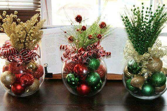 3 versiones: una pecera,  esferas navideñas, cinta y follaje navideño