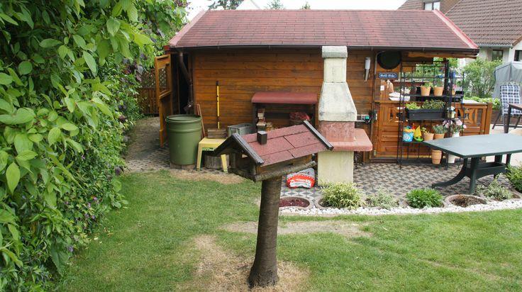 Grillecke, Kaminholzbox + Anbau hinter Gartenhaus