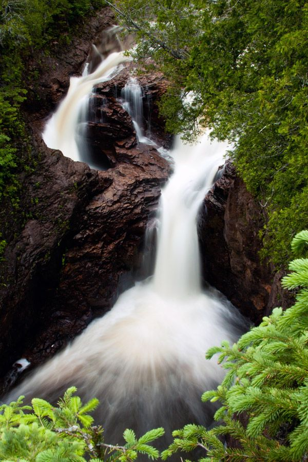 Devil's Kettle Falls in Minnesota! So cool... Where does the water go?!