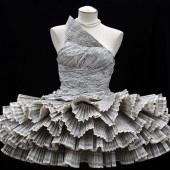 Φορέστε..τεχνολογία!!προτότυπα φουτουριστικά φορέματα    Φορέματα με θύρες USB, μπουφάν που αναβοσβήνουν όταν αγκαλιάζονται δυο ερωτευμένοι και αθλητικά παπούτσια που χτυπούν υπαινικτικά στα δρομάκια είναι λίγες μόνο από τις προτάσεις της «τεχνολογίας που φοριέται».  http://www.alternativerings-genie.eu/?top_stories=%CF%86%CE%BF%CF%81%CE%AD%CF%83%CF%84%CE%B5-%CF%84%CE%B5%CF%87%CE%BD%CE%BF%CE%BB%CE%BF%CE%B3%CE%AF%CE%B1