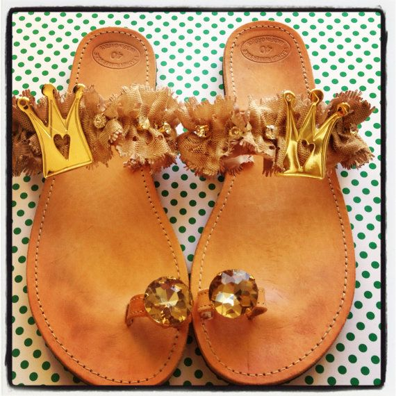 Handmade leather sandals decorated with beige by Ilgattohandmade, €44.00