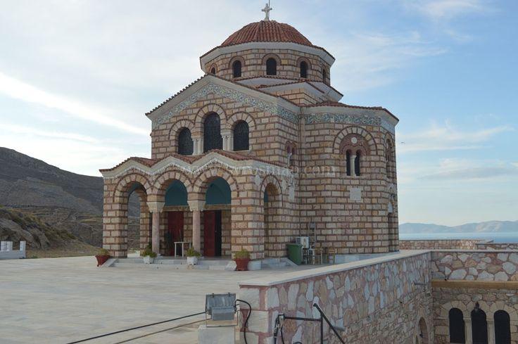 Ι.Ν. του Αγίου Δημητρίου | SyrosmapΆγιος Δημήτριος. Στη θέση Βαπόρια, 10 μόλις λεπτά από το κέντρο της Ερμούπολης, υπάρχει η εκκλησία του Αγίου Δημητρίου.