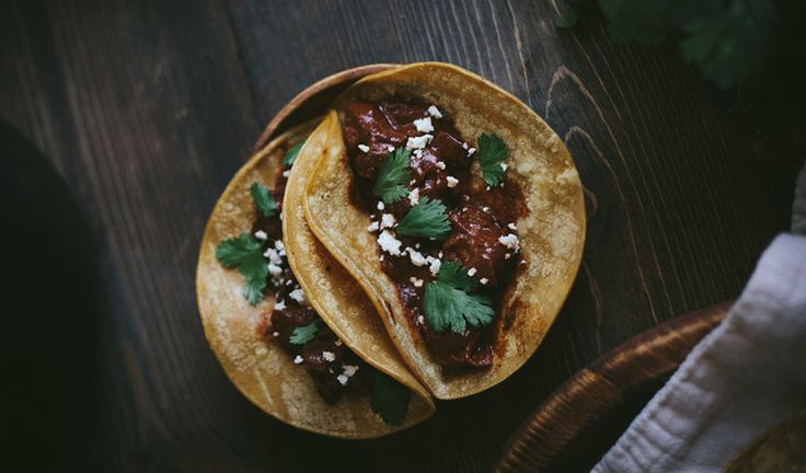 Taco med oksekød, mole og koriander – Blok18.dk