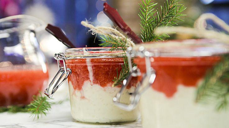 Julies julebakst: Riskrem med hjemmelaget bærsaus