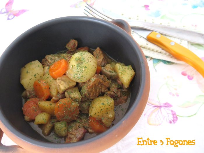 Este Tajine de Ternera Lechal con Zanahorias y Sidra Rosada es mi aportación de este mes de mayo para el Juego de Blogueros, donde la Zanahoria ha sido el ingrediente elegido. Y tiene un buen recor…