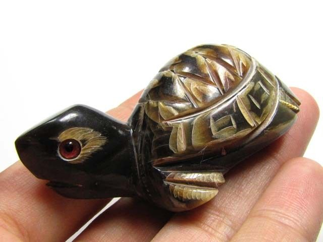BUFFALO HORN CARVING OF CUTE TURTLE  96   CTS  GTT 1484