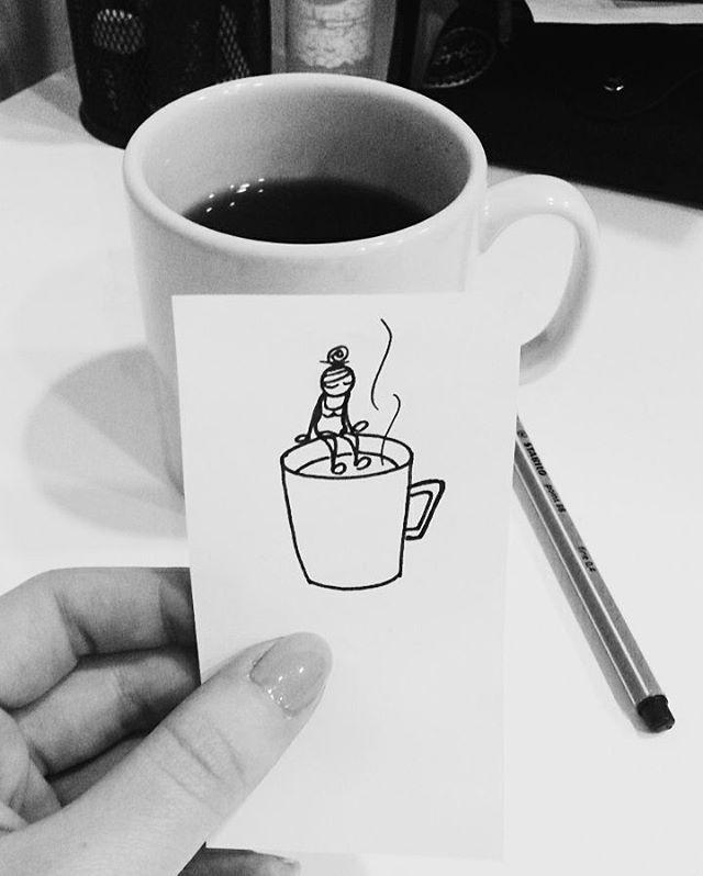 Ayılmak için kahve olsun, çay olsun içerim… Ancak içmek yetmiyor 😩 Haftanın tam ortası ve gün başladı geçmek bilmiyor. #wakeup #drawing #doodle
