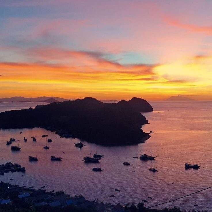 Labuan Bajo, thanks for this amazing sundown last evening ♥️ #sundown #sunset #labuanbajo #orange #red #island #islandhopping #indonesia #travelindonesia #boat #exploreindonesia #ocean #vitaminsea #clouds #cloudporn #colors #colorflash #oneplusphotography #shotononeplus #oneplus3t #photography #view #views #scenery #oceanview #relax #komodo #komodoisland #dragons http://tipsrazzi.com/ipost/1511201751524869606/?code=BT43fx_loXm