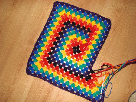Learn how to crochet a water wave throw or afghan. This technique creates waves in your work. This afghan is made with Bernat Mosaic Yarn for the interesting colour effects that you see.