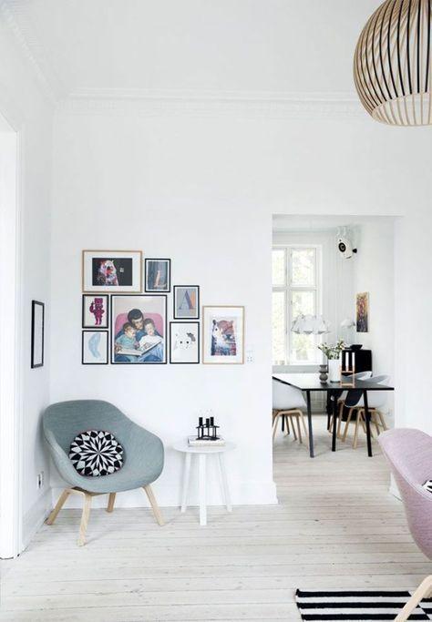 Wohnzimmerecke In Nordisch Kühlen Farbtönen Mit Sessel Und Bildersammlung