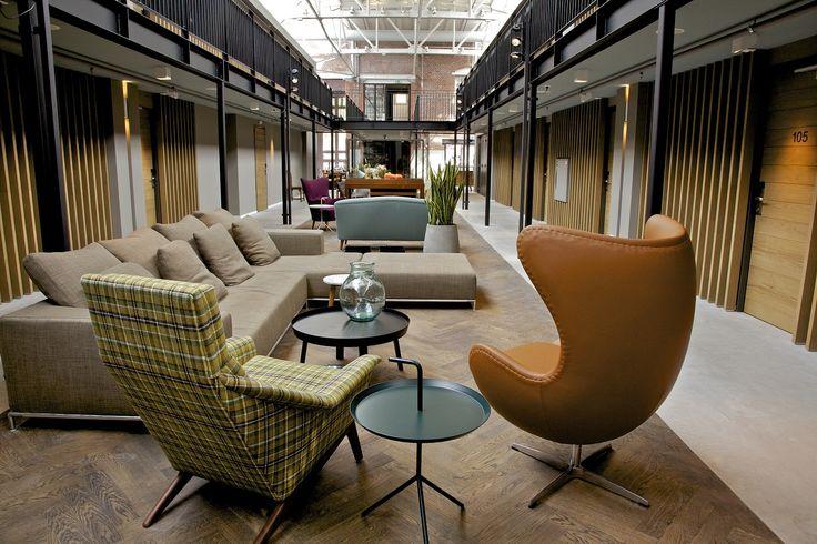 In de voormalige tramremise De Hallen in Amsterdam Oud-West is in april 2014 hotel De Hallen geopend. Het industriële karakter van het gebouw geeft ...