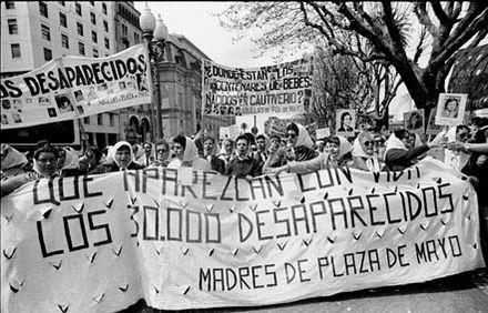 Las Madres de La Plaza de Mayo. Argentina.  1982.