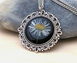 Pressed daisy necklace by Andan