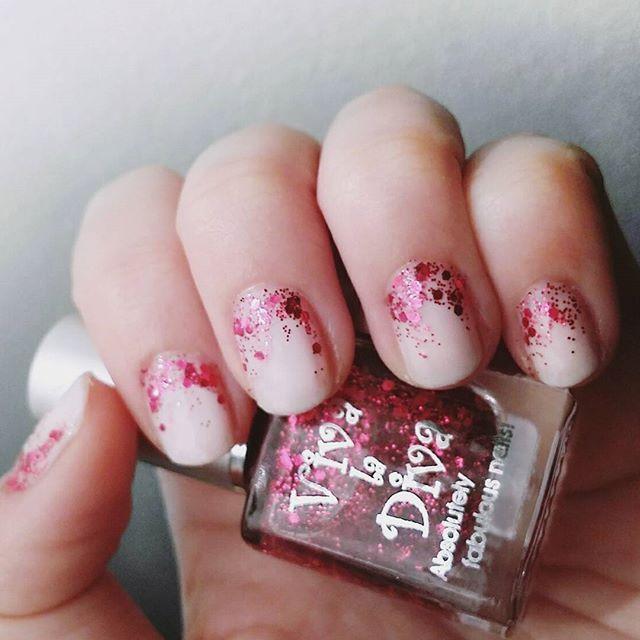 "Christmas nails with Viva la Diva nailpolish 140 ""Light White"" and 164 ""Starlight Express"""