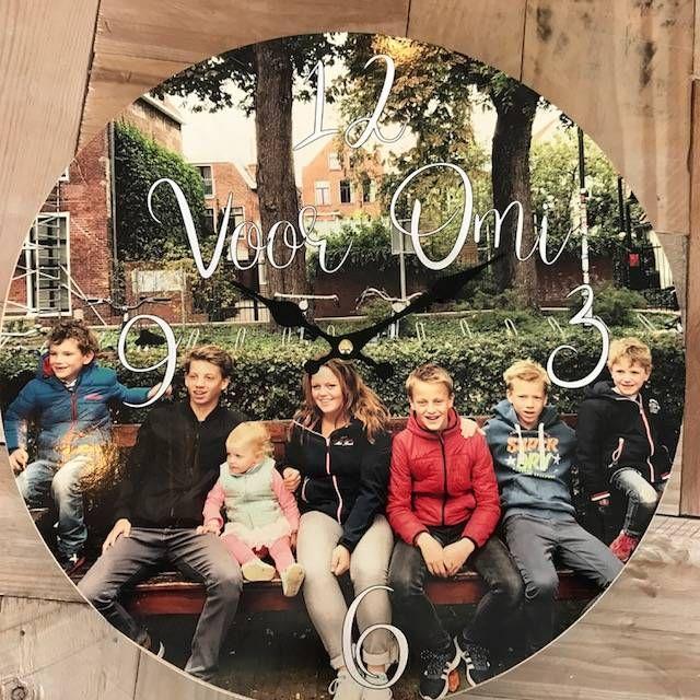 Klok met foto -> http://www.versierendoejezo.nl/klok-met-foto.html
