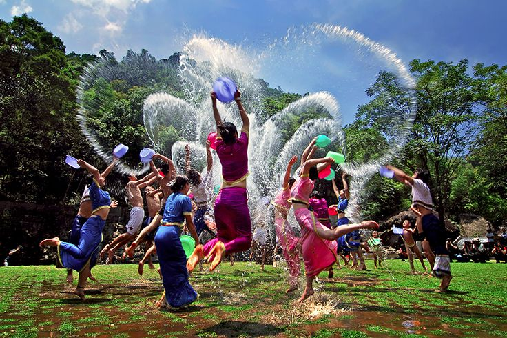 Today is Chinese #ValentinesDay which is called #Qixi in Chinese. Come and join the annual #water-sprinkling carnival in #Sanya! #Whererefreshingbegins #Culture #SanyaRepin #SanyaHeartstoHearts