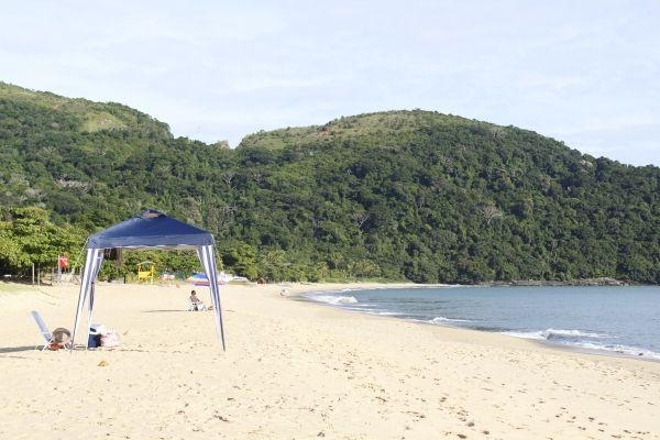 Praia Toque-Toque Pequeno, em São Sebastião. Visite BrasilGuias