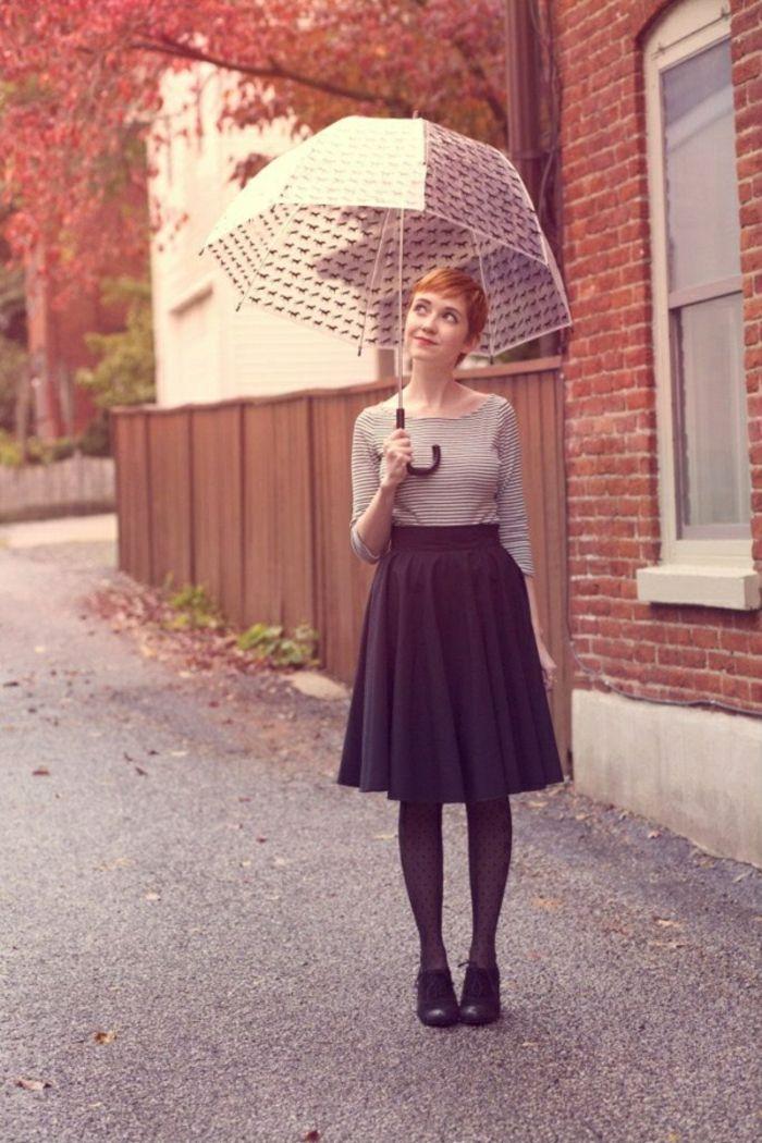 Durchsichtiger Regenschirm im herbst lang rock