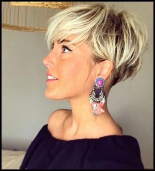 Frisuren 2018 Frauen Kurz überall Frisuren Damen Kurz Hinterkopf … | #frauenfrisuren2018 #frisuren #trendfrisuren #neuefrisuren #haarschnitte #frauenfrisuren #frauen #hairstyles #sommerfrisuren #winterfrisuren