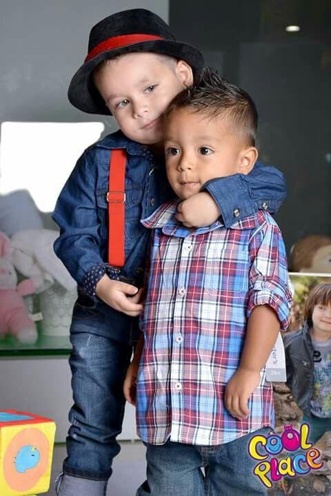 Abrazados  como hermanos!!!