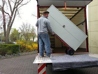 Schwer am Schleppen, unsere Jungs! <3  #Umziehen nach Berlin? #Umzugsfirma #Umzugshelfer #Junker  Los gehts!  www.umzugsfirma-junker-berlin.de