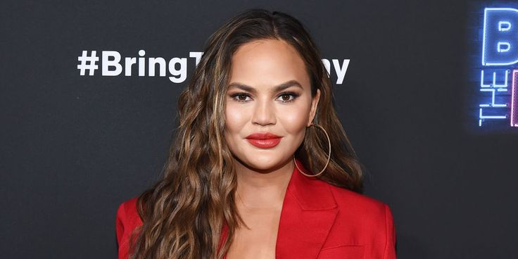 Chrissy Teigen swears by this unlikely skincare hack for redness