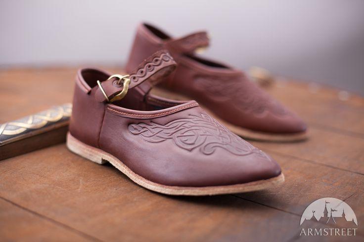 Sandali da donna con guiggia http://armstreetitaly.com/negozio/calzature/sandali-da-donna-con-guiggia