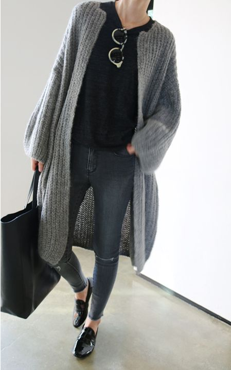 Grey sweater coat http://rstyle.me/n/r534a4ni6 #falloutfits #fallstyle black sweater outfit coordinate style styling knit tops ブラック 黒ニット トップス コーディネート コーデ スタイル #ootd
