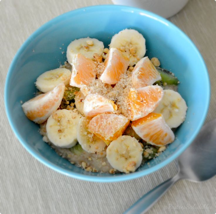 Postres Saludables | Desayuno rápido y nutritivo: Avena con frutas y frutos secos | http://www.postressaludables.com
