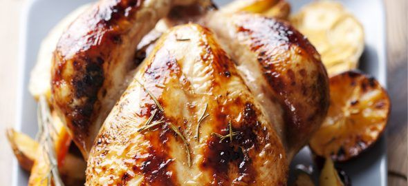 Vijf tips voor knapperig kippenvel, of je het nu in de oven doet of in de pan. Voor zowel hele kippen als karbonades of drumsticks.