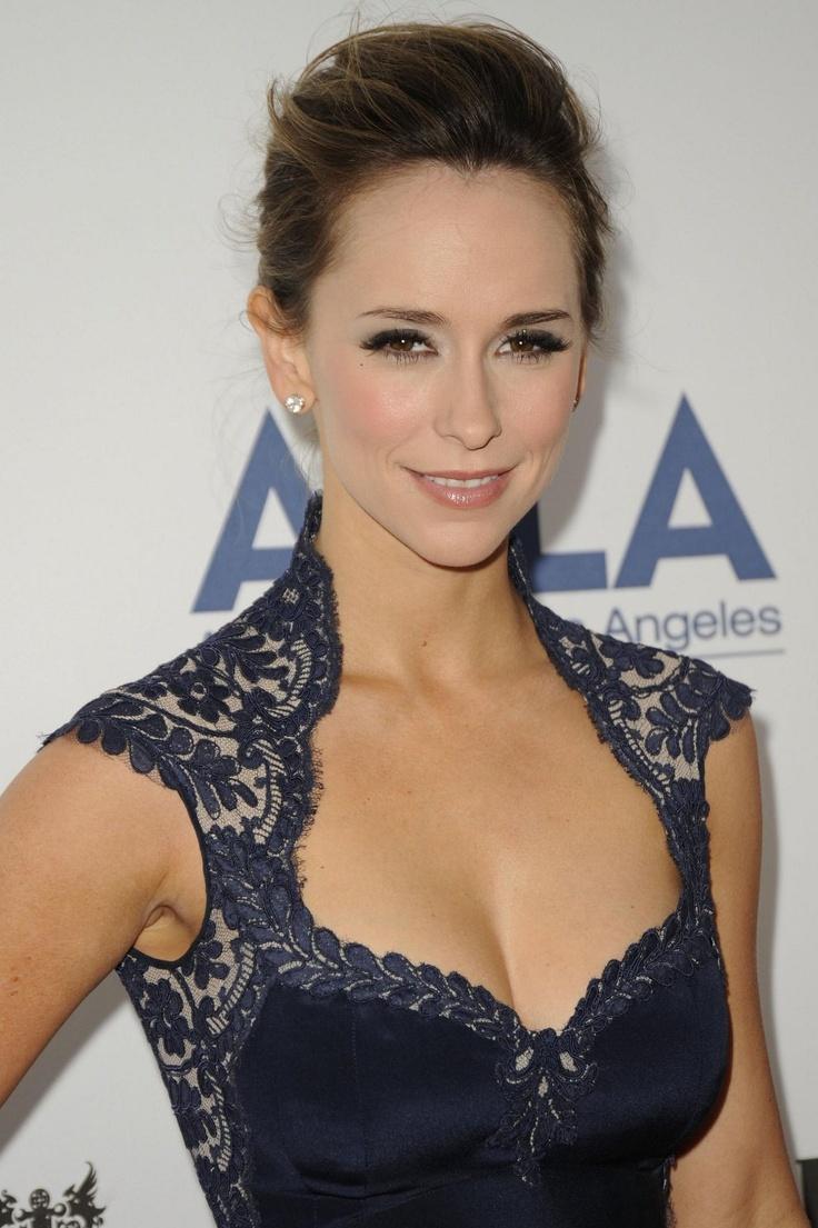 Jennifer Love Hewitt  love the style of this dress!