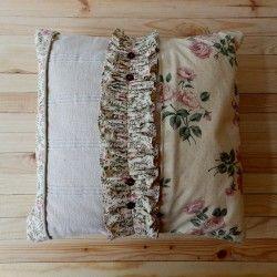 Poduszka z kwiecistą falbanką