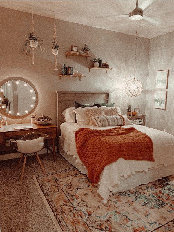 Pin By Elizabeth On House Aesthetic Bedroom Room Decor Bedroom Cozy Room