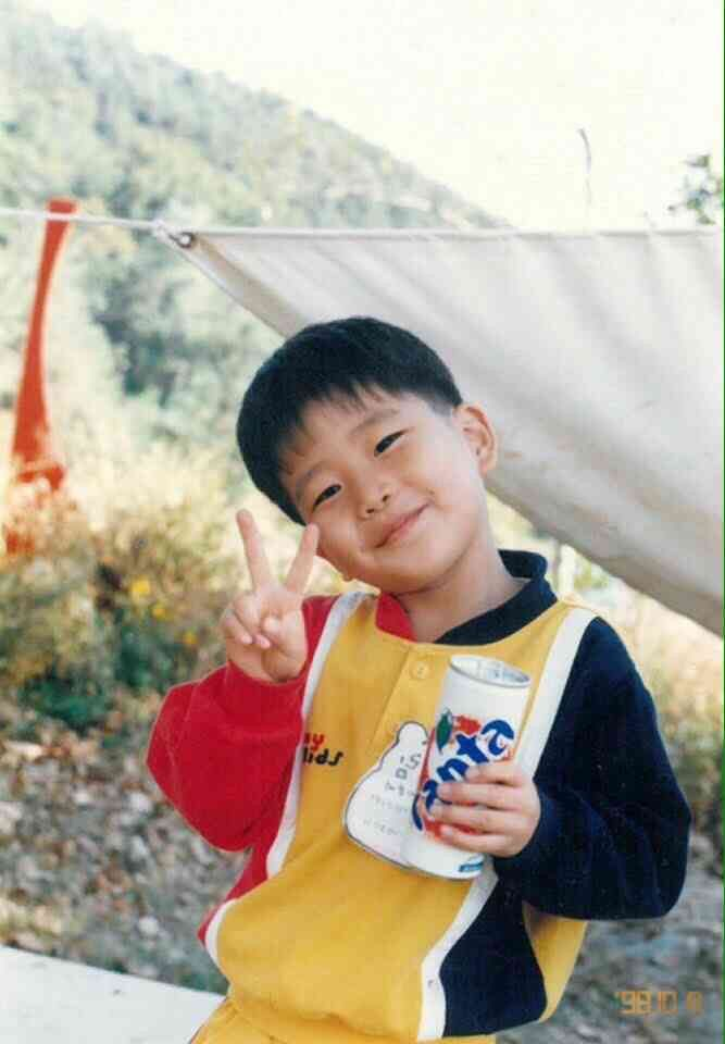 ASTRO's MJ ( if im not wrong, i messed up with MJ and Eunwoo baby pict)