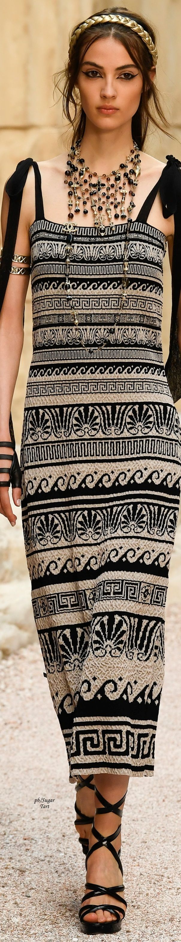 Chanel Resort 2018 Gorgeous.  I could live in Chanel, Versace, & Valentino Couture