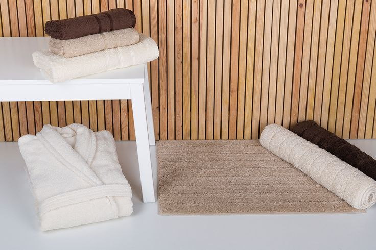 Basic range: bath towels and rugs in a 15 colour palette.