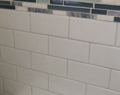 White Subway Tile With A Light Gray White Grout Maybe Won