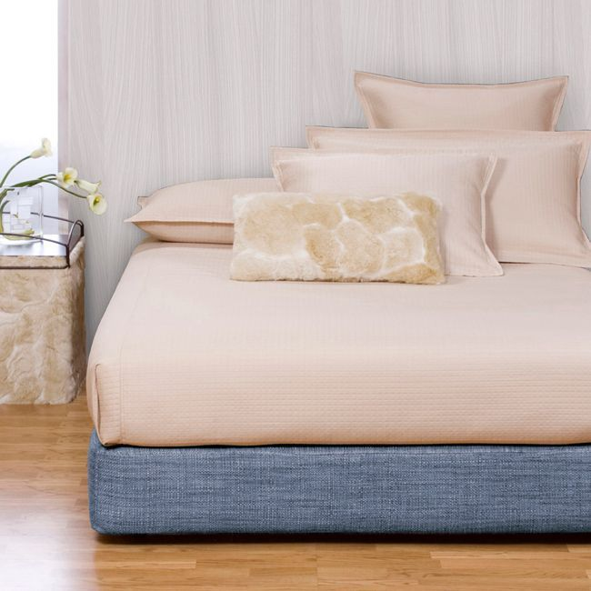 Give your bedroom a new look with this attractive bed set. This kit includes a full-size box spring cover and a platform conversion kit in a great finish.